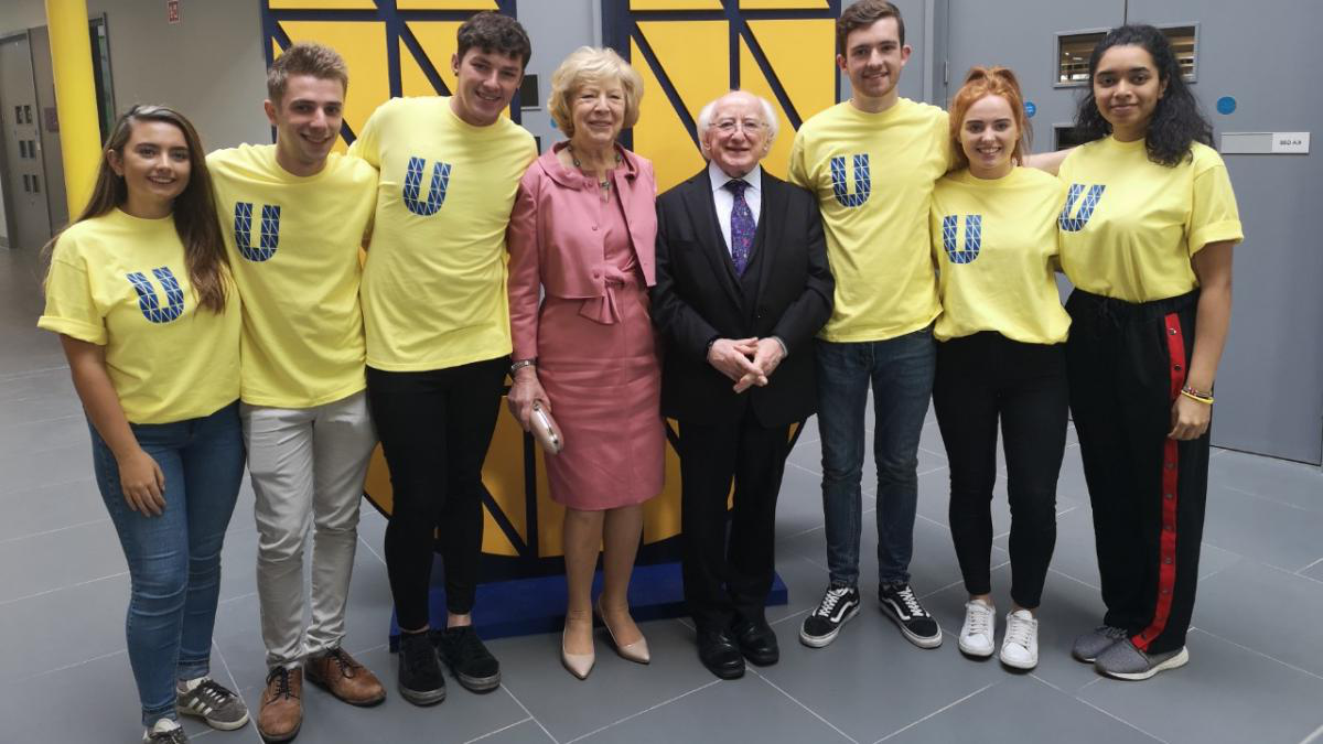总统 Michael D Higgins and Sabina Higgins meet students at the opening of the U at 手机网赌app